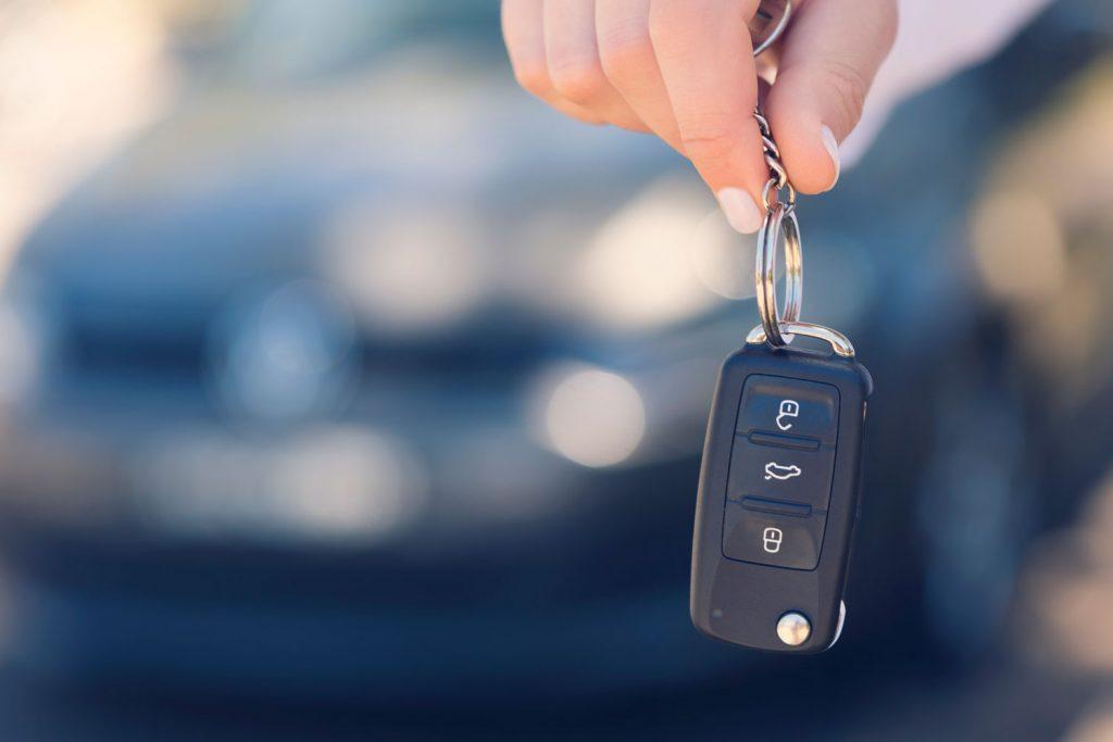 A man holding his car key