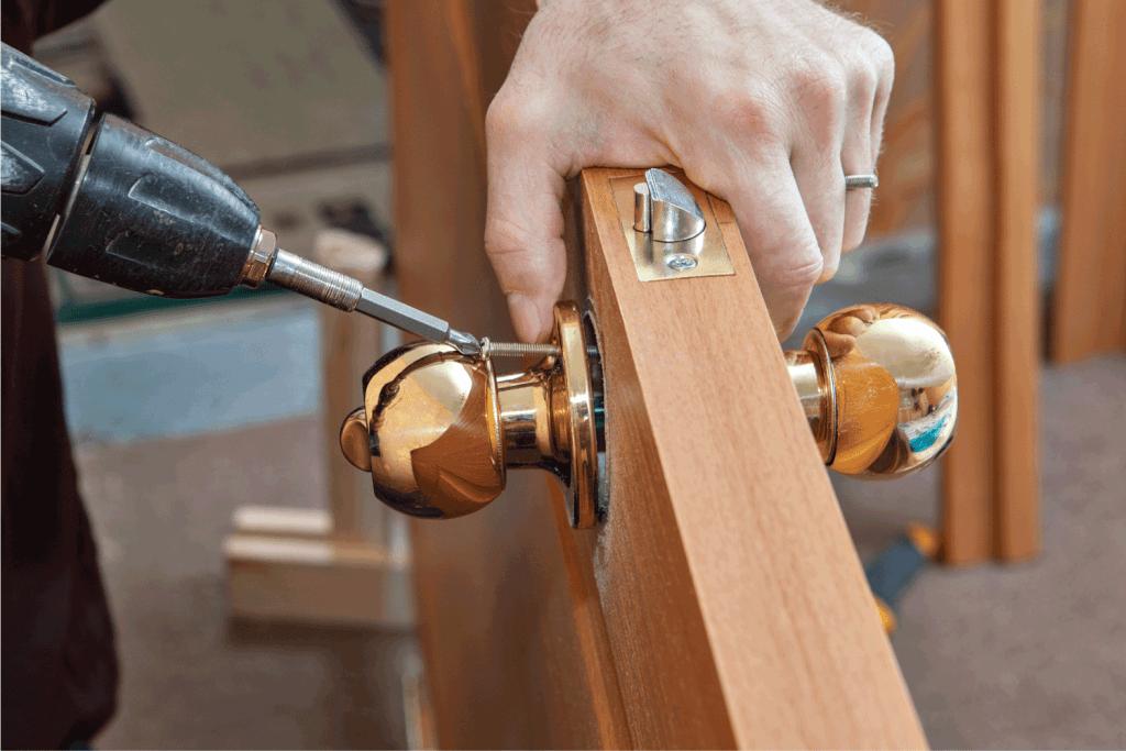 Installation door knob with lock, woodworker screwed screw, using screwdriver