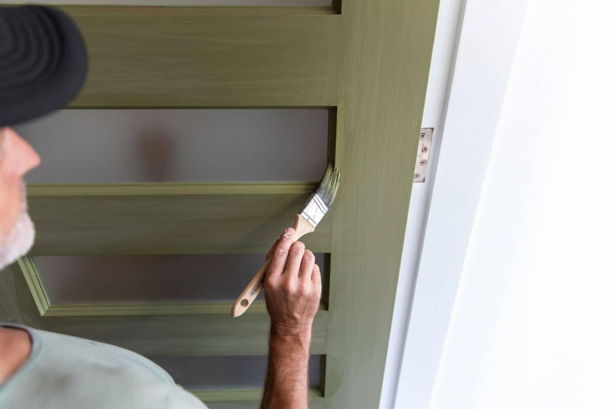 Real life American bloke paints his front door color green during lockdown