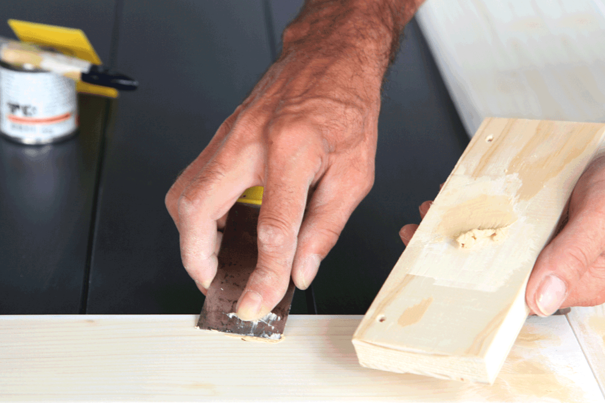 Preparation of wood before impregnation with varnish.